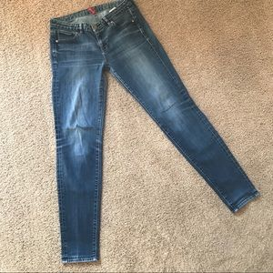 UNIQLO UJ Skinny Fit Tapered Mid Rise Jeans